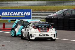 Gianni Morbidelli, Honda Civic TCR, West Coast Racing, Stefano Comini, Leopard Racing Volkswagen Golf GTI TCR in trouble