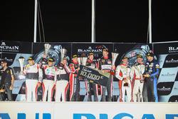 Am podium: winners #888 Kessel Racing Ferrari F458 Italia: Marco Zanuttini, Liam Talbot, Vadim Gitlin