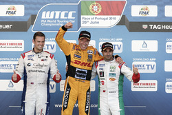 Podium: juara lomba Tom Coronel, Roal Motorsport, Chevrolet RML Cruze TC1; peringkat kedua Tom Chilton, Sテゥbastien Loeb Racing, Citroテォn C-Elysテゥe WTCC; peringkat ketiga Nicky Catsburg, LADA Sport Rosneft, Lada Vesta