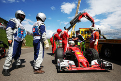 Sebastian Vettel, Ferrari SF16-H spun off in the second practice session