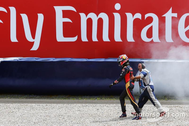 Daniil Kvyat, Scuderia Toro Rosso después de que se estrella en la clasificación