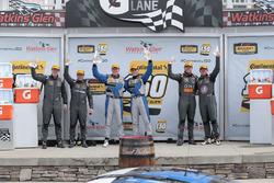 Podium: para pemenang Cameron Cassels, Trent Hindman, Bodymotion Racing, peringkat kedua Tyler McQuarrie, Tilt Bechtolscheimer, CJ Wilson Racing, peringkat ketiga Daniel Burkett, Marc Miller, CJ Wilson Racing