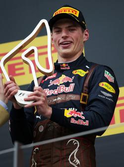 Max Verstappen, Red Bull Racing viert zijn tweede plaats op het podium