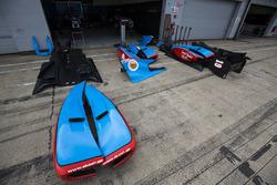 Jenzer Motorsport carrocería en el pit lane