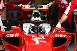 Sebastian Vettel, Ferrari, con la versione aggiornata dell'Halo installata sulla SF16-H