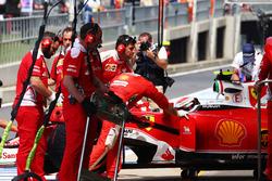 Kimi Raikkonen, Ferrari SF16-H ai box