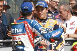 Hector Barbera, Avintia Racing y Marc Márquez, Repsol Honda Team en parc ferme