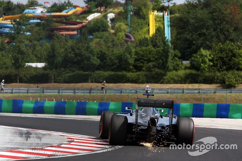 Nico Rosberg, Mercedes AMG F1 W07 Hybrid fa scintille