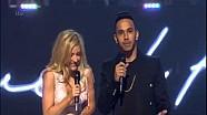Lewis Hamilton deja al mundo, al presentar un premio con Ellie Goulding