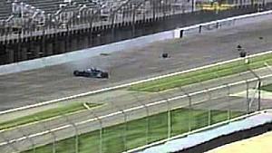 Choque en las prácticas de IndyCar de Robby McGehee en Indianapolis 500 en el  2002