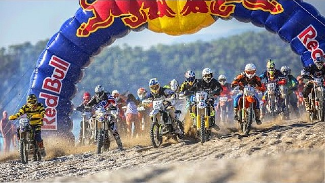 Hard Enduro Chaos on the Beach - Day 1 Recap - Red Bull Sea to Sky