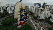 Homenaje a Ayrton Senna gigante domina la Avenida Rebouças