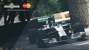 Nico Rosberg fait des donuts à une main à Goodwood!