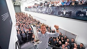 Нико Росберг привёз в Брэкли чемпионский Кубок