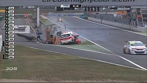 Oficiales salen ilesos en un choque del Peugeot 308 en Magny-Cours
