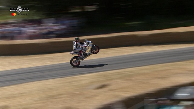 Desfile de motos en el Goodwood Festival of Speed